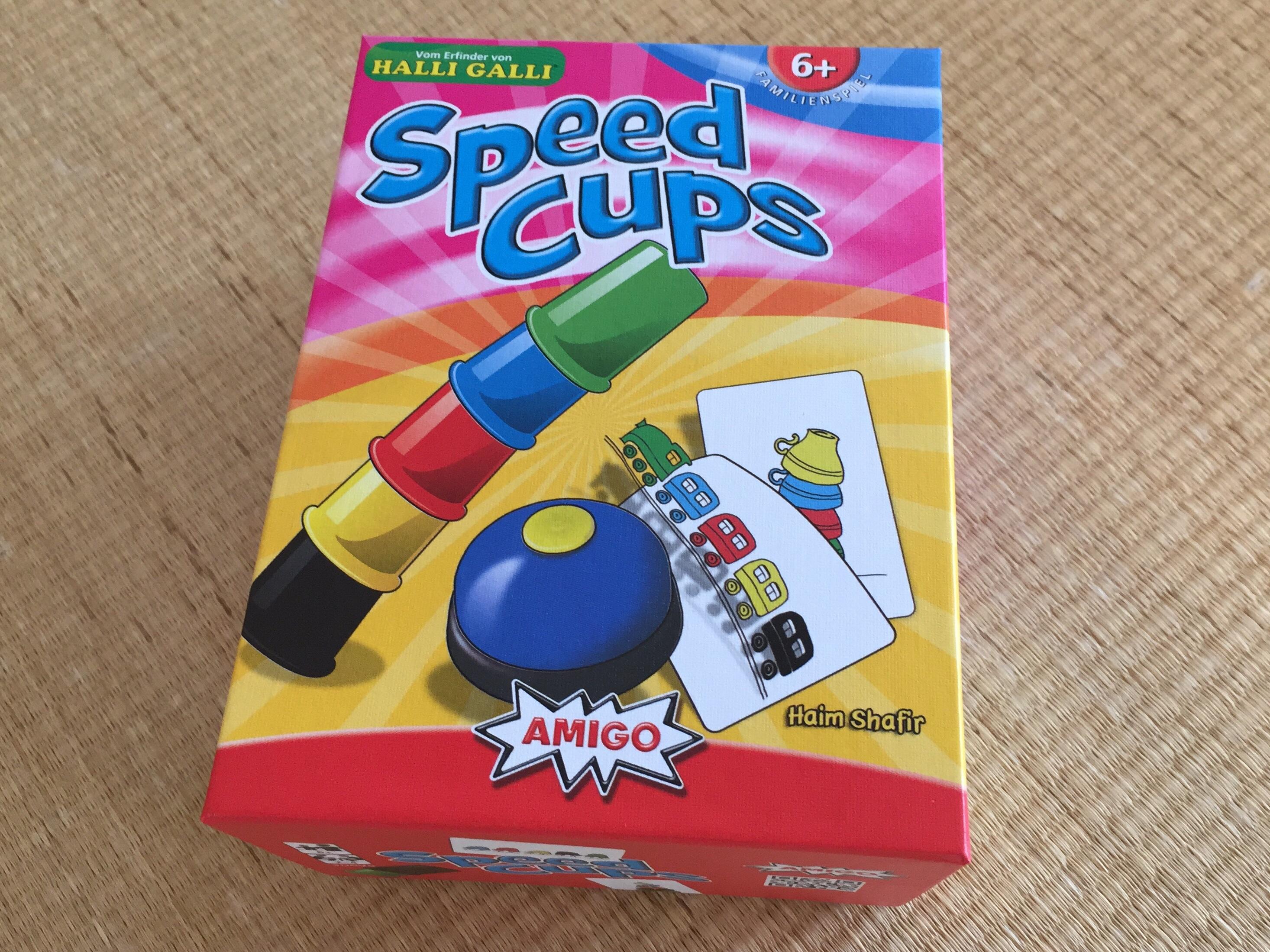 8歳の男の子にスピードカップス(おもちゃ)をプレゼントしました